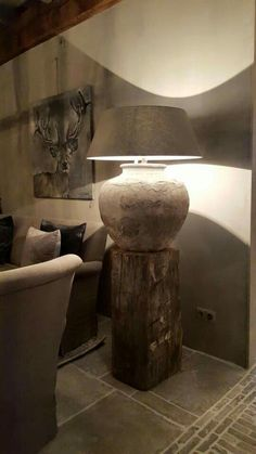 Love the lamp..Hofzstyle...L.Loe