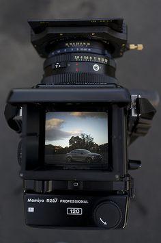 Vintage Cameras Mamiya Pro II in the Field Best Camera For Photography, Photography Camera, Photography Tips, Old Cameras, Vintage Cameras, Canon Eos, Camera Deals, Camera Hacks, Film Camera