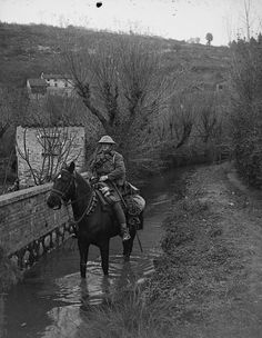 Love this Image.... A Corporal of the Northants Yeomanry wading his horse through a stream. © IWM (Q 26110) pic.twitter.com/gsckl8eAul