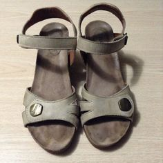 e8ee29319f3 Taos Leather Wedge Sandals Soft Back Strap Size 38  fashion  clothing  shoes