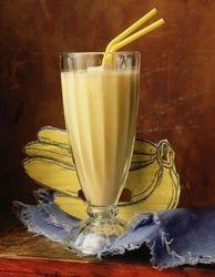 Banaan Sinas Smoothie 1 kop verse sinaasappelsap -1 kop volle yoghurt - 1 gepelde banaan in stukjes Voeg alles samen in de blender tot alles een smeuïge massa geworden is.