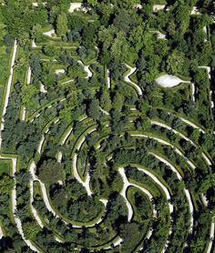 Recently-restored maze of the Jardines de la Granja de San Ildefonso created by Felipe V, the first Spanish monarch from the Bourbon dynasty. This is an exceptional French-style garde Amazing Gardens, Beautiful Gardens, Amazing Maze, Labyrinth Maze, Spanish Garden, Places In Spain, Versailles, Classic Garden, Farm Gardens