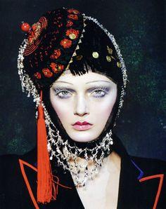 Russian inspiration:  modelo Lily Donaldson no desfile de John Galliano, fall 2009. Hair Julien D'Ys e make-up Pat Mcgrath.
