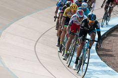 Bradley Wiggins' final lap ever in  a road race in the Jean Stablinsky stadium in Roubaix |  Racefietsblog.nl
