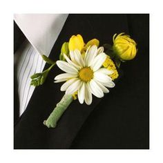 Daisy Boutonniere for groom