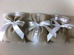 Sacchetti-Bomboniere matrimonio in lino e pizzo - Dimensione 12x10 cm - Varieta' di opzioni colore - Rustic chic-cuori-bianco di EntulaCreazioni su Etsy