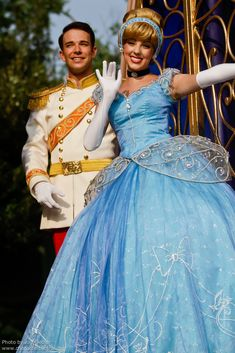 Information about Cinderella (Cendrillon) and pictures of Cinderella including where to meet them and where to see them in parades and shows at the Disney Parks (Walt Disney World, Disneyland, Disneyland Paris, Tokyo Disneyland)