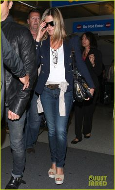 Jennifer Aniston: Voted Best Road Trip Buddy! | jennifer aniston justin theroux lax airport 02 - Photo