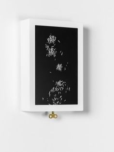tangible element triggers digital display  by Pauline Saglio http://www.creativeapplications.net/air/rewind-by-pauline-saglio-revives-a-physical-link-with-the-reading-of-the-time/