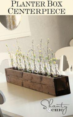 Hout, oude spijkers, azijn en staalspons voor de look en wat mooie flesjes met bloemen...