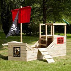 Le summum de la cabane pour les enfants ! Avec cette cabane en forme de bâteau de pirate en bois, vos enfants et leurs amis vont s'amuser de nombreuses heures à travers les histoires qu'ils vont imaginer ! Ses dimensions : H207 x L272 x P104.