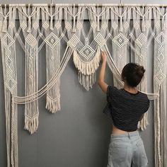 Crochet macrame wall hanging curtain portal - boho home decor Macrame Art, Macrame Projects, Macrame Knots, How To Macrame, Diy Projects, Macrame Wall Hangings, Art Macramé, Macrame Curtain, Crochet Art