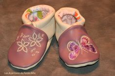 Chaussons cuir souple violet et beige girly