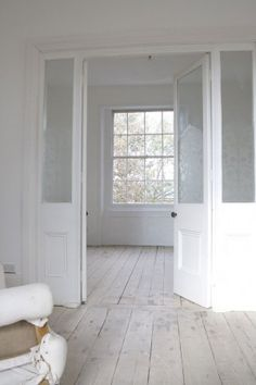 Internal screen doors and windows...... great floor too!!!!!!!!!!