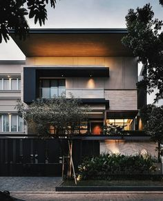 Luxury home design ideas. Contemporary house designs have a great deal to offer to a modern occupant. Lastly, the modern house style does not restrict innovative minds whatsoever. House Front Design, Modern House Design, Modern Exterior, Exterior Design, Villa, Dream House Exterior, Facade House, House Goals, Home Fashion