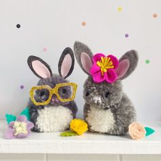 Tutorial - how to make pompom bunnies thanks so xox ☆ ★ https://uk.pinterest.com/peacefuldoves/