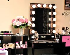 I really want a makeup station like this ♡