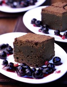 Schoko-Dominos mit Blaubeer-Sauce: http://kochen.bildderfrau.de/rezepte/rezept_schoko-dominos-mit-blaubeer-zimt-sauce_311784.aspx #schokolade