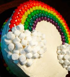 the rainbow cake is topped with i think skittles and tons of marsh… rainbow cake. the rainbow cake is topped with i think skittles and tons of marshmallows. this cake would be good for a birthday party i guess! Cake Cookies, Cupcake Cakes, Kid Cakes, Party Cupcakes, Candy Cakes, Birthday Cupcakes, Girl Birthday Cakes Easy, 2 Year Old Birthday Cake, Birthday Sheet Cakes
