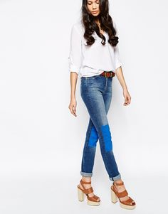 Jeans von MiH Jeans aus elastischem Denim hohe Taille Schlitz mit Reißverschluss Fünf-Taschen-Stil Kontrastbahnen vorne eng und figurnah geschnitten Maschinenwäsche 98% Baumwolle, 2% Elastan Model trägt UK-Größe 8/EU-Größe 36/US-Größe 4 und ist 180 cm/5 Fuß 11 Zoll groß