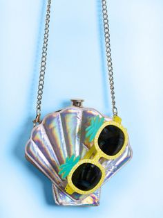 Flask mermaid seashell purse for a mermaid themed bachelorette party | Beautiful Cases For Girls