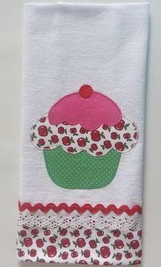 Pano de prato em tecido 100% algodão. Medida do pano: 70X50 cm. Aplicação e barrado em tecido tricoline, não desbota. Confeccionamos em qualquer cor. Enviamos dentro de um saquinho plástico amarrado com uma fita. Visite nossa loja para conhecer outras cores e modelos.