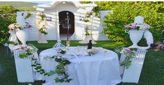 Γάμος με λινάτσα και παλιά δανδέλα Wedding Decorations, Table Decorations, Vintage, Wedding Decor, Vintage Comics, Dinner Table Decorations