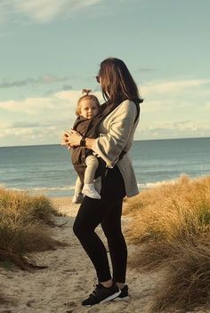 The Award Winning Juno baby carrier by Mountain Buggy. 3 points of patented innovation, 4 medically approved carrying modes and comfort features we know you'll love.