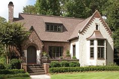 Popular Small Cottage House Exterior Ideas 43 Glamour Farmhouse Exterior Design Ideas For Excellent Home English Cottage Exterior, English Tudor Homes, Tudor Cottage, English Cottage Style, Cottage Style House Plans, Cottage Style Homes, English House, English Cottages, Tudor House Exterior