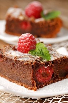Chocolate cake with raspberries Chocolate Raspberry Cake, Chocolate Cake, Sweets Recipes, Cake Recipes, Bon Dessert, Biscuit Cake, Brownie Cake, Something Sweet, Cheesecake
