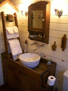 Primitive Bathrooms 453385887467874169 - love the towel rack! Olde Rhinebeck Inn (NY) – on the National Register of Historic Places Source by Primitive Bathrooms, Primitive Homes, Rustic Bathrooms, Bathrooms Decor, Primitive Decor, Bath Decor, Bathroom Curtains, Bathroom Ladder, Bathroom Bin