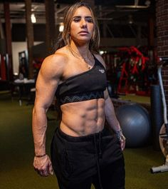 Strong Women, Fit Women, Athlete Motivation, Cool Poses, Strong Body, Popular Videos, Fit Chicks, Powerlifting, Going To The Gym