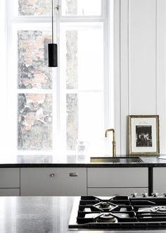 Industrial Chic Kitchen with Stunning Details - Nordic Design Grey Kitchens, Home Kitchens, Modern Kitchens, Industrial Chic Kitchen, Interior Design Kitchen, Interior Decorating, Art Deco Stil, Cuisines Design, Interior Inspiration