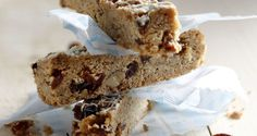 Fantastic recipe for Walnut Raisin Bars by the greek chef Akis Petretzikis. Check the recipe here and cook the healthiest bars for breakfast and every hour! Healthy Bars, Healthy Yogurt, Healthy Food, Protein Smoothie Recipes, Yogurt Smoothies, Rum And Lemonade, Cookie Bars, Raisin, Sweet Treats