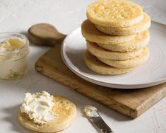 The British cousins to the English muffin, crumpets are a bubble-topped griddle bread ideal for soaking up oodles of melted butter or drizzled honey. Bread Recipes, Baking Recipes, Homemade Crumpets, Breakfast Cassarole, Clotted Cream, Instant Yeast, Melted Butter, High Tea, Favorite Recipes