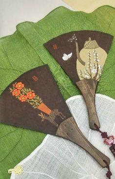 부채-책가도(사슴) : 네이버 블로그 Art Thou, Oriental, Fan Art, Japanese, Traditional, Embroidery, Drawings, Korea, Fans