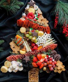 Rome Fashion, Good Food, Yummy Food, New York Life, Italian Christmas, Tree Shapes, Charcuterie Board, Xmas Tree, Holiday Recipes