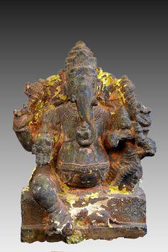 INDE méridionale Tamil Nadu ou Karnataka  Rare Ganesh à quatre bras ,assis…