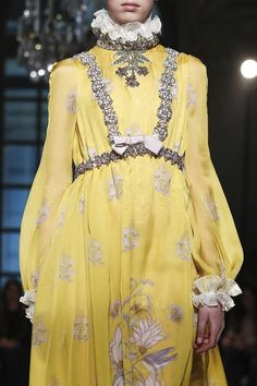 Giambattista Valli Couture Spring Summer 2017 Fashion Show in Paris Quirky Fashion, Yellow Fashion, Only Fashion, Live Fashion, Fashion 2017, Couture Fashion, Runway Fashion, Spring Fashion, Fashion Show