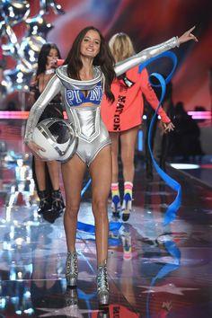 La sfilata di Victoria's Secret: ecco tutte le foto dello show - VanityFair.it