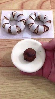 Sweet Desserts, Sweet Recipes, Dessert Recipes, Festive Bread, Keks Dessert, Baking Buns, Bread Shaping, Creative Food Art, Tasty Videos