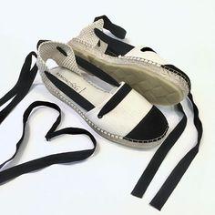 Última tendencia en calzado 🔝🔝espadrilles ...vuelven pisando la fuerte más que nunca, planas o con plataforma ,pero todas ellas han de ir atadas a vuestros tobillos👣#ramoncinasespadrilles#blanconegro#comodas#cintas#esparto#anasaenz_zapa #zapatos #shoes #musthave #trendy #calzadodemoda #madrid #hechoenespaña #madeinspain #shoestagram#