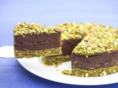 Pistachio Chocolate Cake - Mary Home Triple Chocolate Chip Cookies, Toffee Cookies, Buttery Cookies, Chocolate Chip Muffins, Chocolate Chip Cookie Dough, Chocolate Cake, Nutella Cookies, Cookie Base Recipe, Raw Vegan Cheesecake