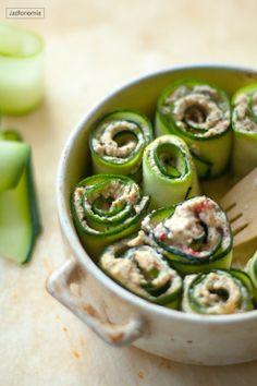 jadłonomia • roślinne przepisy: Roladki z cukini z twarożkiem - pyszny twarożek z nerkowców