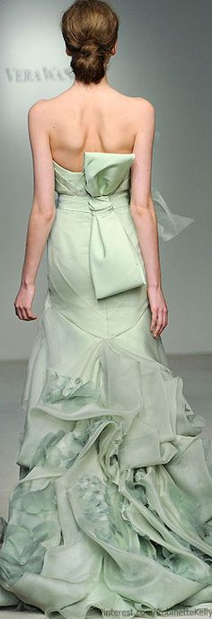 Vera Wang ~ Beautiful!! Would make a lovely wedding gown ~ Lovely and different from the traditional and usual choices ~