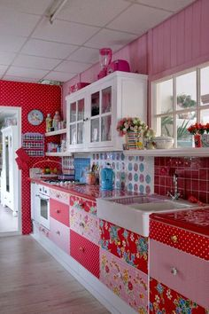 75 Favorite Colorful Kitchen Decor Ideas And Remodel For Summer Project - Home/Decor/Diy/Design Colorful Kitchen Decor, Kitchen Paint Colors, Boho Kitchen, Cute Kitchen, Red Kitchen, Vintage Kitchen, Awesome Kitchen, Colorful Kitchens, Red And White Kitchen