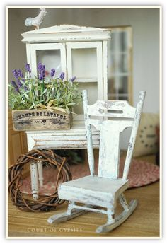 Miniature Shabby Rocking Chair Furniture for Your por AtomicBlythe