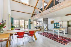 Zoek je een ruim (144 m2), zonnig en licht huis in een leuke buurt, vlakbij het Vondelpark dan ben je hier aan het juiste adres. De woning staat op eigen grond en is gebouwd in 1935. Qua buiten heeft het huis vele balkons en een groot zonnig dakterra