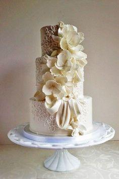 fondant flower wedding cakes 15