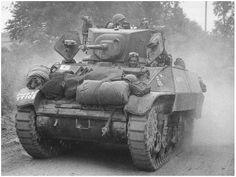 Een Stuart V (M3A3) van de 7th Armoured Division in Villers-Bocage op 15 juni  1944.